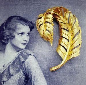Vintage Manselle gold tone Leaf / Feather brooch